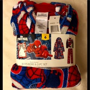 Spiderman robe & pajama set -size 6 New with Tags